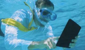 Plongeur avec tablette